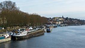 Flodhamnen av Conflans Sainte Honorine på floden Seine Royaltyfri Foto