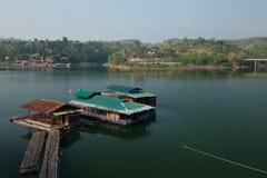 Flodhouseboat Arkivfoto