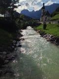 Flodkörningar till och med bergen Royaltyfria Bilder