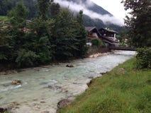 Flodkörningar till och med bergen Royaltyfri Foto