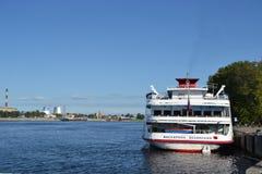 Flodkryssningskepp Fotografering för Bildbyråer