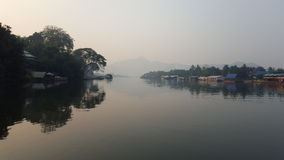 FlodKwai sikt i Kanchanaburi, Thailand Royaltyfria Foton
