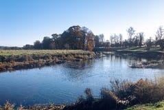 Flodlandskap - ARTIKEL MED ENSAMRÄTT royaltyfri fotografi