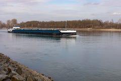 Flodlastfartyget i den Frankenthal Tyskland arkivfoton