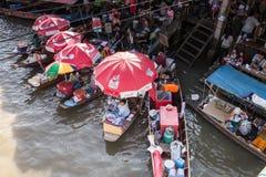 Flodmarknad i Thailand Royaltyfri Bild