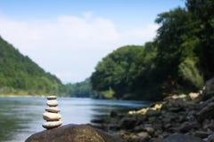 Flodmeditation Arkivfoto
