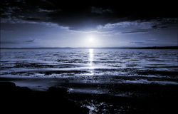 flodscotland solnedgång tay uk Arkivfoton