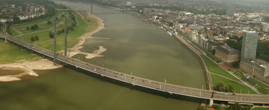 flodsseldorf för bro D germany rhine Royaltyfri Bild