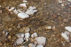 Flodstenar i vattnet Royaltyfri Foto