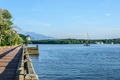 Flodstranden går Fotografering för Bildbyråer