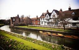 Flodstrandlandskap på floden Stour på Canterbury Kent England Arkivfoton