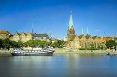 Flodstrandsikt av Bremen, Tyskland royaltyfria foton