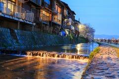 Flodstrandunderhållningområde i Kyoto, Japan Arkivfoton