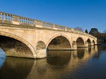 FlodThemsen Henley Bridge England Arkivbild