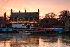 FlodThemsen i Abingdon, UK Arkivbilder
