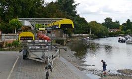 FlodThemsen i Twickenham Middlesex Royaltyfri Fotografi