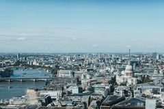 FlodThemsen- och London horisont som ses från himmelträdgården, London Arkivfoto