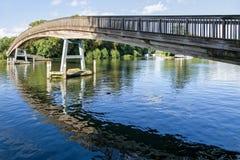 FlodThemsenbro England royaltyfria bilder