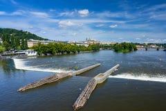 FlodVltava Prague Tjeckien Arkivbilder