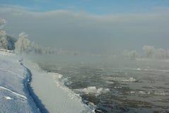 Floes de gelo no rio Elbe foto de stock