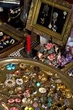 Flohmarkt - antike Schmucksachebildschirmanzeige Lizenzfreies Stockbild