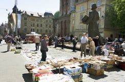 Flohmarkt in der Mitte von Lemberg Stockbild