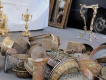 Flohmarkt: Eisen und Kupfer ustensils Stockbild