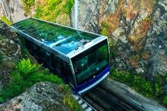 Floibanen funicular a Mt Floyen en Bergen City, Noruega imagenes de archivo