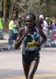 Flomena Cheyech Daniel compete acima do monte do desgosto durante Boston maratona o 18 de abril de 2016 em Boston Imagens de Stock