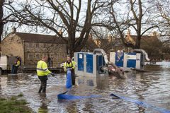 Flooding - Yorkshire - England. Environment Agency workers using high pressure pumps to drain flooding after the River Derwent burst its banks in the village of Stock Photos