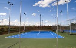 floodlit tennis för domstol arkivbilder