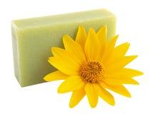 Flor amarilla y jabón verde Foto de archivo