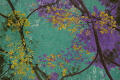 Flor amarillo en viejo fondo del yeso Fotos de archivo