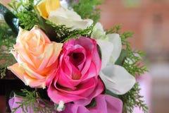Flor artificial de Rosa como o fundo do Valentim foto de stock