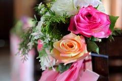 Flor artificial de Rosa como o fundo do Valentim fotos de stock