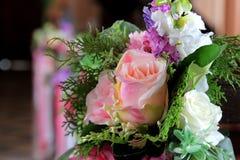 Flor artificial de Rosa como o fundo do Valentim imagem de stock royalty free