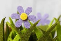 Flor artificial na grama artificial - conceito Fotografia de Stock Royalty Free