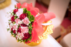 Flor bonita do ramalhete para jogar na cena da cerimônia de casamento fotos de stock