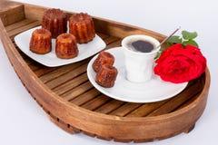 Flor, café y tortas Fotos de archivo libres de regalías