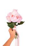 Flor cor-de-rosa da posse da menina da mão fotos de stock