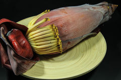 Flor da banana na placa Fotografia de Stock