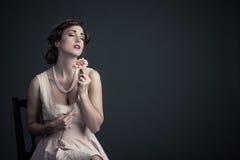 Flor da mulher do vintage com olhos fechados Fotografia de Stock