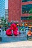 Flor de balão vermelha por Jeff Koons, New York Fotografia de Stock Royalty Free