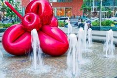 Flor de balão vermelha por Jeff Koons, New York Imagens de Stock Royalty Free