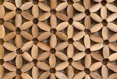 Flor de la belleza y hoja de la madera Foto de archivo libre de regalías