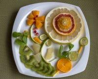 Flor de la fruta adornada con las hojas de menta Imagenes de archivo