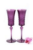 Flor de la orquídea con dos copas de vino en fondo Fotos de archivo libres de regalías