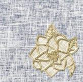Flor de oro en fondo del dril de algodón Idea para la tarjeta de felicitación libre illustration