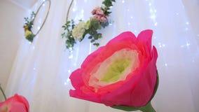 Flor de papel de la decoración almacen de metraje de vídeo