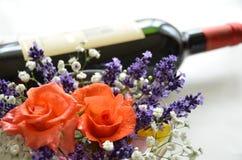 Flor de Rosa e vinho vermelho Foto de Stock Royalty Free